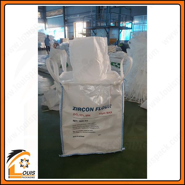 Bao jumbo ống nạp đáy xả được thiết kế đựng 1 tấn bột zircon (một sản phẩm được chế biến sâu từ khoảng sản titan).