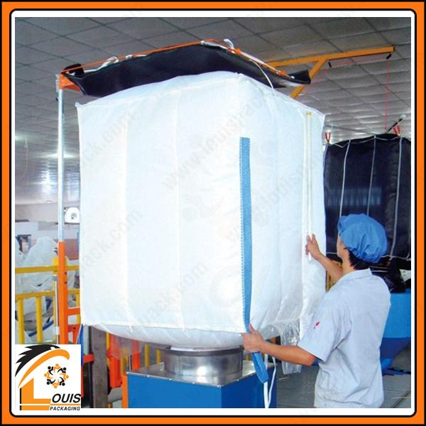 Công đoạn thổi tạp chất trong quy trình kiểm soát an toàn thực phẩm trong sản xuất bao jumbo