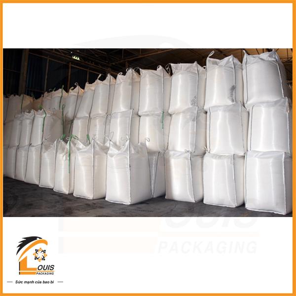 Bao jumbo được thiết kế 4 quai nâng giúp việc đóng hàng và vận chuyển dễ dàng hơn
