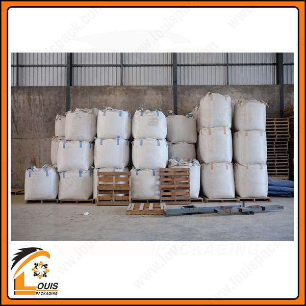 Bao jumbo 1 tấn được thiết kế 4 quai nâng để phục vụ công việc đóng hàng và vận chuyển.