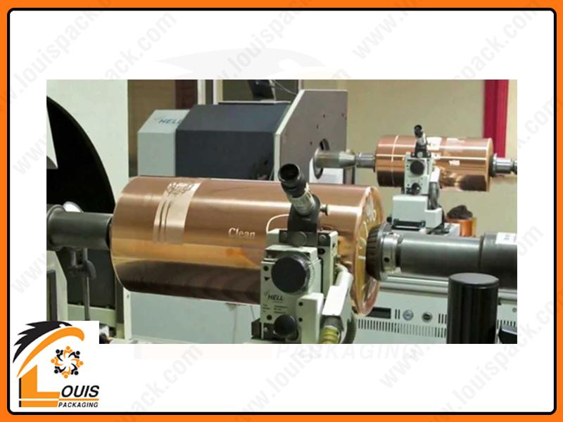 Nội dung in sẽ được khắc tạo chi tiết lõm trên trục in, sẽ là phần chứa mực và ép vào vật liệu