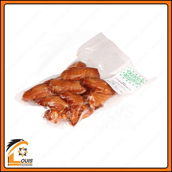 Sau khi được chế biến, thịt gà được đóng gói hút chân không nguyên con hoặc theo từng phần như cánh, ức, chân…